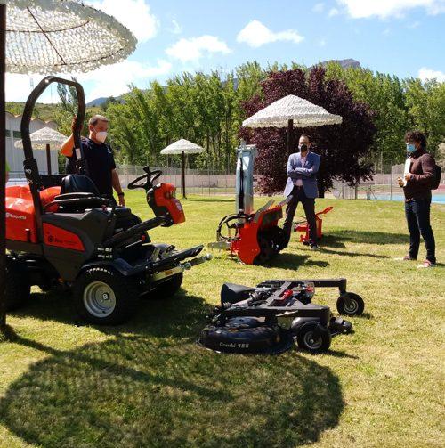 El Ayuntamiento de Jaca adquiere una máquina que dará servicio a todas las instalaciones deportivas