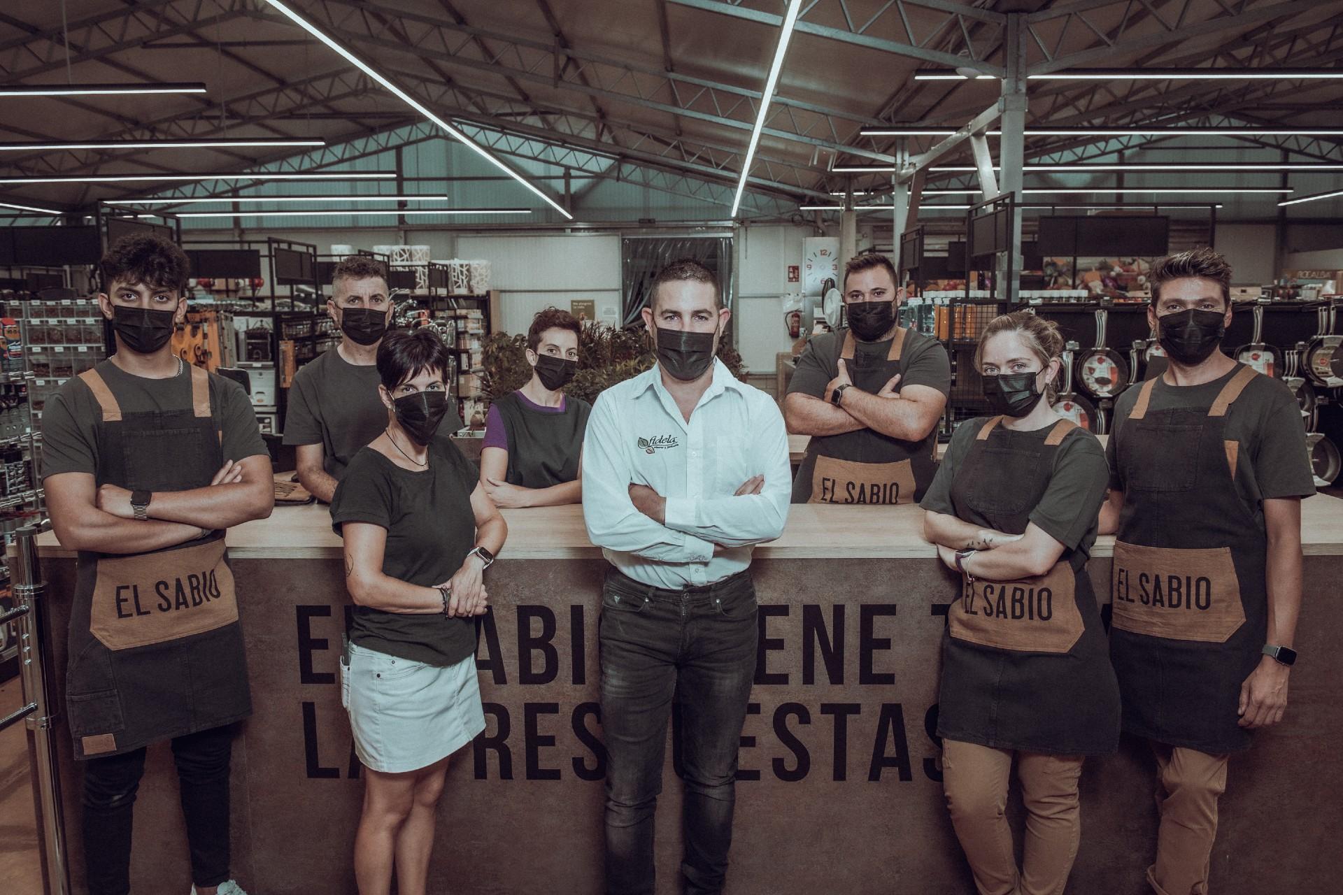 Trabajadores de la tienda de El Sabio Fidela